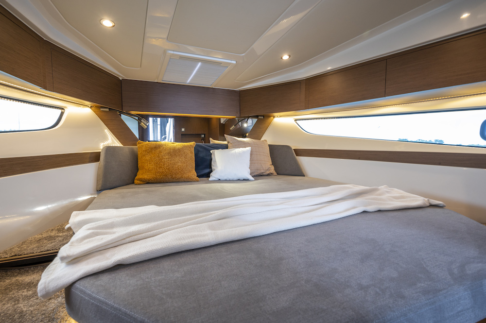 Bénéteau Antares 11 intérieur cabine