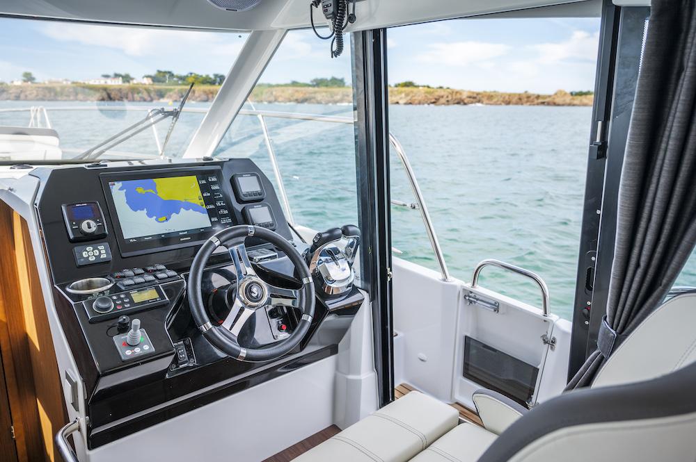 Beneteau Antares 11 tableau de bord pilotage