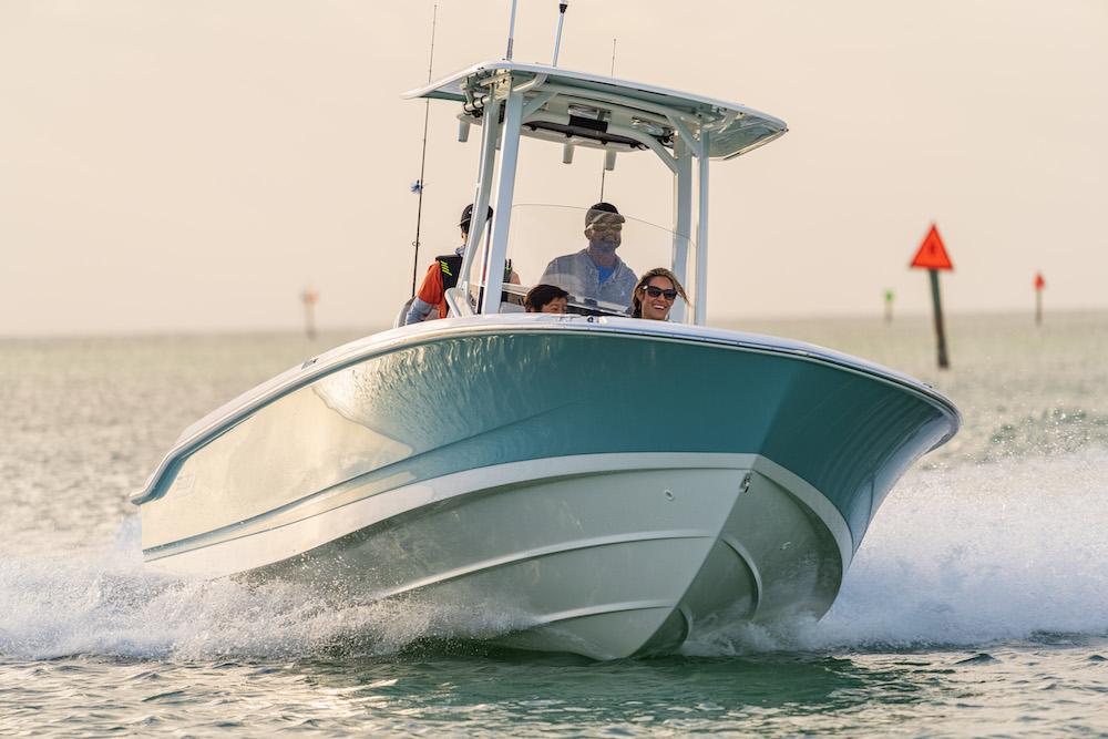 Boston Whaler 250 Dauntless_avant