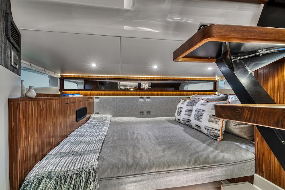 Sea Ray Sundancer-370-hors-bord_cabine arrière