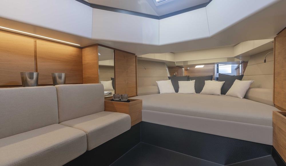 48 WallyTender X cabine