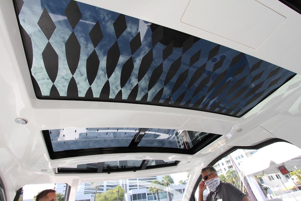 Sea Ray Sundancer-370-hors-bord_toit transparent