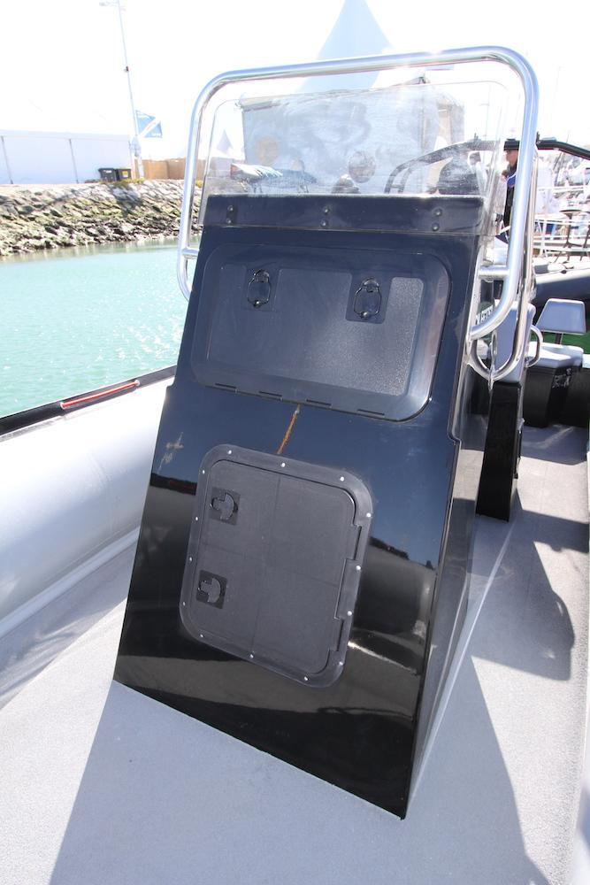 Seabass 698 - avant console