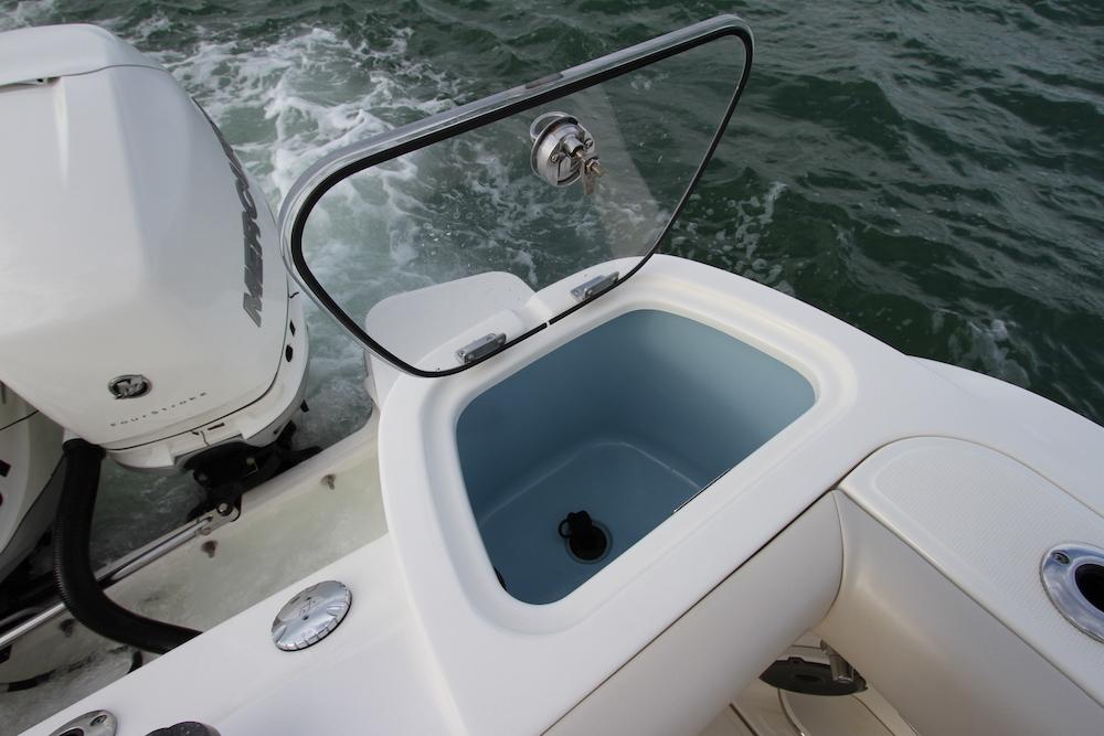 Boston Whaler 405 Conquest vivier
