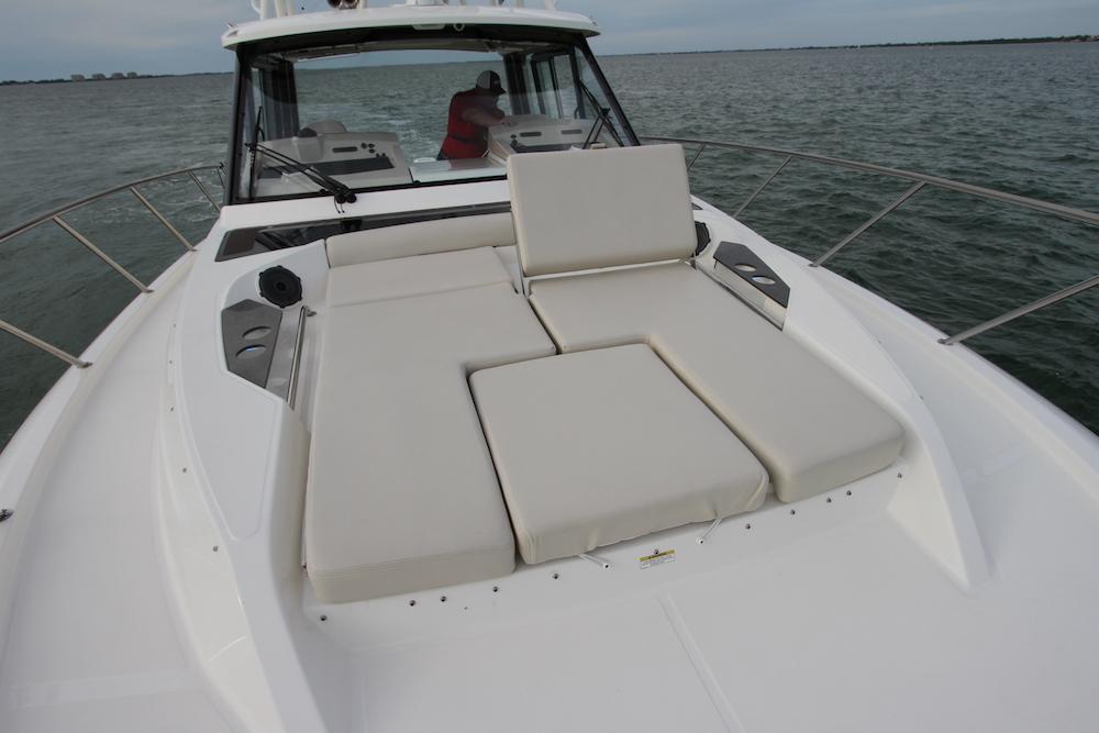 Boston Whaler 405 Conquest solarium