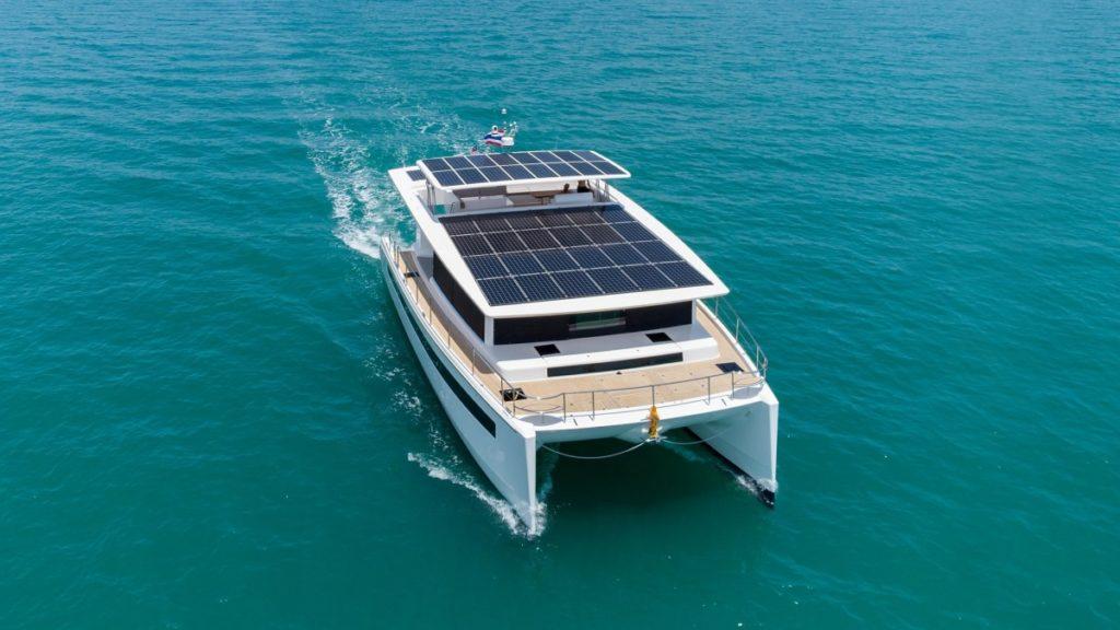Silent Yacht 60 navigation